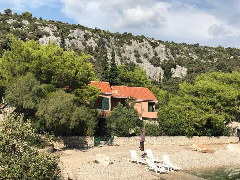 Trogir melletti tengerparti ház eladó